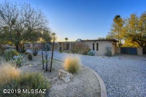 7307 N Casablanca Drive, Tucson, AZ 85704