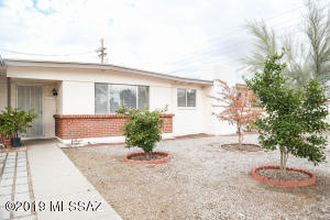 910 W Edgewater Drive, Tucson, AZ 85704