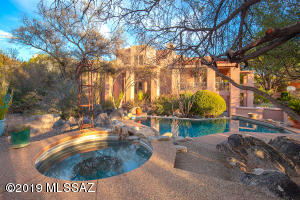 STUNNING FORMER DESIGNER SHOWCASE HOME IN MIRAMIST AT VENTANA CANYON