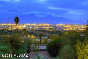 6050 N Paseo Valdear Place, Tucson, AZ 85750