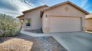 Freshly painted inside and out. This is a community tucked away in NW Tucson with easy access to I-10.