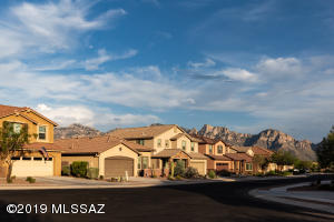 12967 N Shell Traders Court, Oro Valley, AZ 85755