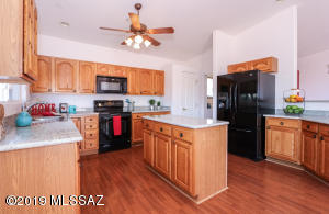 2831 S Fade Drive, Green Valley, AZ 85614