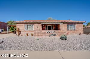 165 E El Limon, Green Valley, AZ 85614