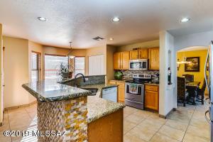 8217 N Torrey Place, Tucson, AZ 85743