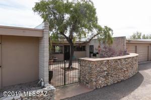 6740 N Camino Padre Isidoro, Tucson, AZ 85718