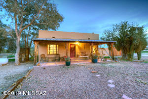 3900 W Oasis Drive, Tucson, AZ 85742