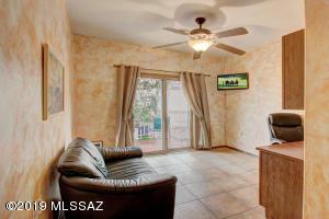 305 W Sunrise Vista Drive, Green Valley, AZ 85614