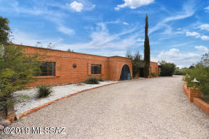 8022 E Mi Casita Street, Tucson, AZ 85715