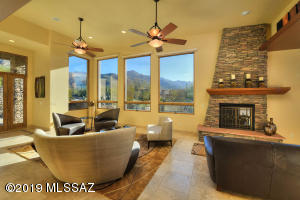 Living Room with Grand Mountain Views