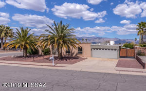 Located on a north-facing corner lot with wonderful Catalina mountain views.