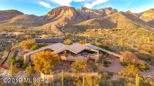 7403 N Secret Canyon Drive, Tucson, AZ 85718