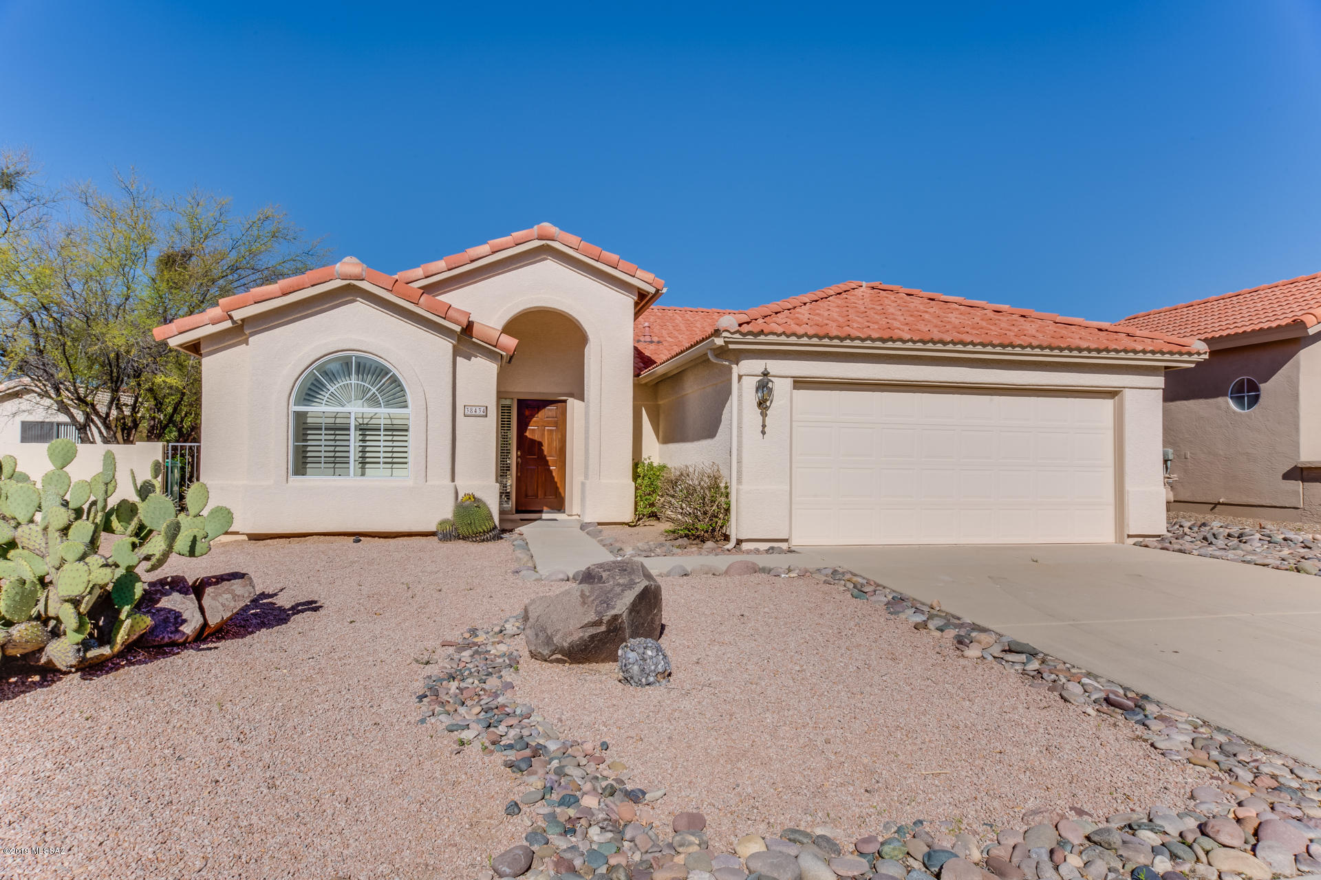 Photo of 38434 S Double Eagle Drive, Tucson, AZ 85739