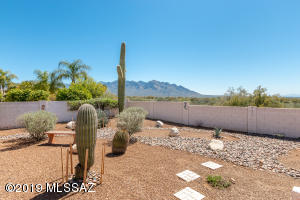 2033 W Three Oaks Drive, Oro Valley, AZ 85737