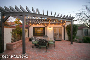 2826 E 10Th Street, Tucson, AZ 85716