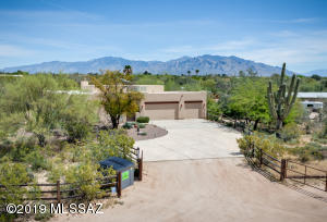 Attention equestrian lovers. 3.31 acres. Well maintained 2,210sf 3BR/2BA Southwest-style open great room plan.