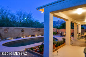 12262 N New Dawn Avenue, Oro Valley, AZ 85755