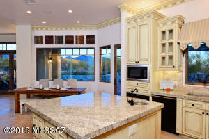 14153 N Blazing Canyon Place, Oro Valley, AZ 85755