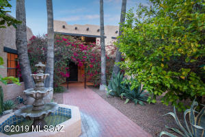 5,423sf Old World Charm 5BR/8BA Hacidenda on 6.93 acres in La Cholla Airpark