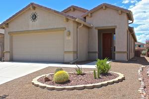 889 N Delacroix Drive, Green Valley, AZ 85614