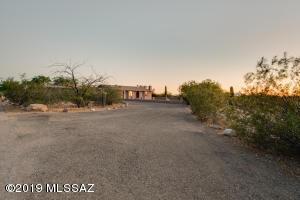7705 W Yedra Road, Tucson, AZ 85757