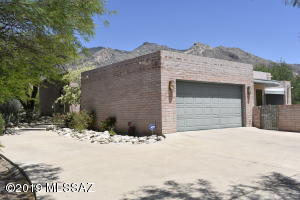 6550 N Longfellow Drive, Tucson, AZ 85718