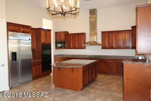 13675 N Napoli Way, Oro Valley, AZ 85737