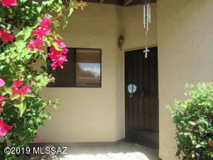 2504 N Ironwood Ridge Drive, Tucson, AZ 85745