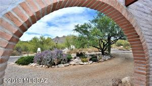 1302 E Moonridge Road, Tucson, AZ 85718