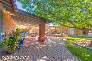 15340 N Twin Lakes Drive, Tucson, AZ 85739