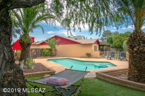 9512 E Barrudean Hills Street, Tucson, AZ 85748