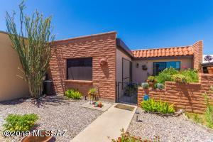 348 W Camino Del Sonador, Green Valley, AZ 85614