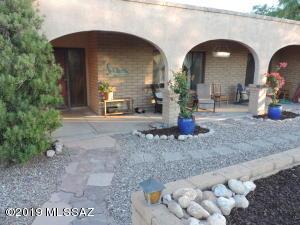 7512 E Knollwood Drive, Tucson, AZ 85750