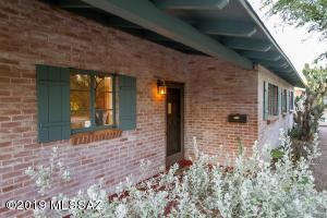 2725 E Arroyo Chico, Tucson, AZ 85716