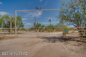 32400 E Grand Valley Drive, Marana, AZ 85658