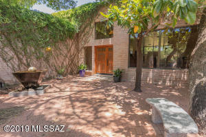 12526 E Kit Carson Place, Tucson, AZ 85749