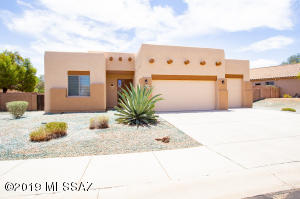 8214 N Sombrero Point Drive, Tucson, AZ 85743