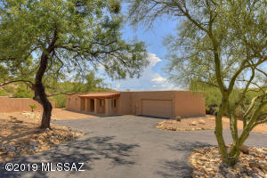 Pretty Home in the Catalina Foothills and the Catalina Foothills School District .