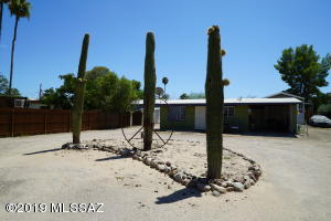 3 SAGUARO'S GREET YOU AS YOU ENTER THIS FULLY FENCED COMPOUND