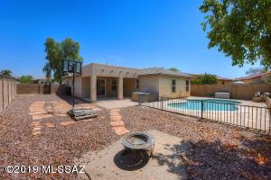 8261 N Stonehill Drive, Tucson, AZ 85743