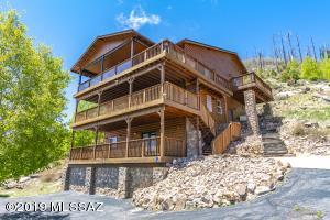 2800 square feet of Tri-Level living in Mt-Lemmon! Over looks the town.