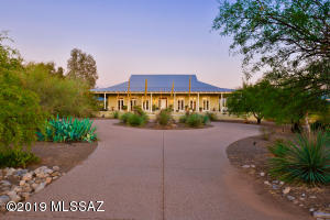 1901 W Cessna Way, Oro Valley, AZ 85755