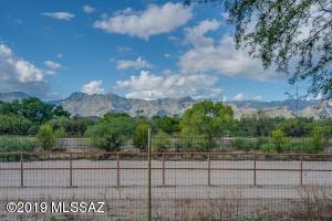 8029 E Tanque Verde Road, Tucson, AZ 85749