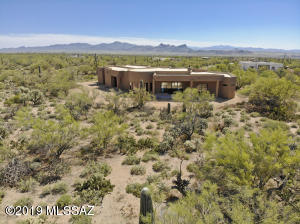 Looking back at the home from the rear of the property & out towards the Tucson Mountains. There's plenty of elbow room at this home.