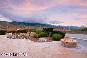 Panoramic Mountain Views from Private Back Patio