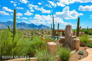 Absolutely breathtaking unobstructed views of both Honey Bee Canyon and the majestic Catalina Mtn range!