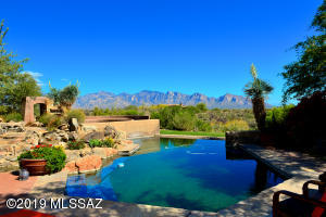 Expansive rear yard offer views south to Tucson and east to the majestic Catalina Mountains!