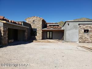 Stonework completion 10-1-19 Front Entance, Dining Room & Garage