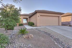 905 N Delacroix Drive, Green Valley, AZ 85614