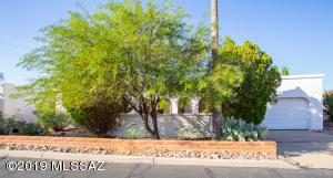 912 S Las Lomas Circle, Green Valley, AZ 85614